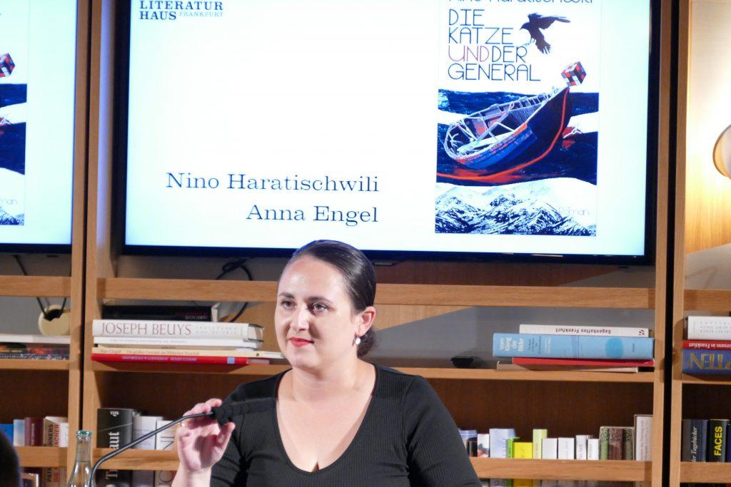 Nino Haratischwili stellt Die Katze und der General im Literaturhaus Frankfurt vor
