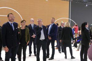 Prominenter Besuch im Norwegen Pavillon