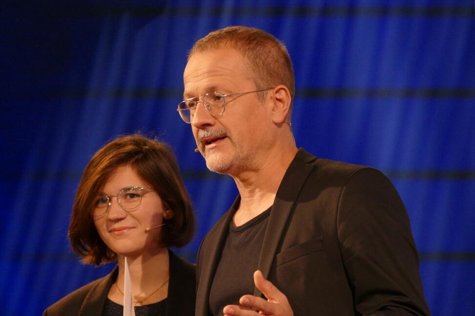 Daniel Fiedler und Miku Sophie Kühmel, Gewinnerin des Aspekteliteratupreis 2019
