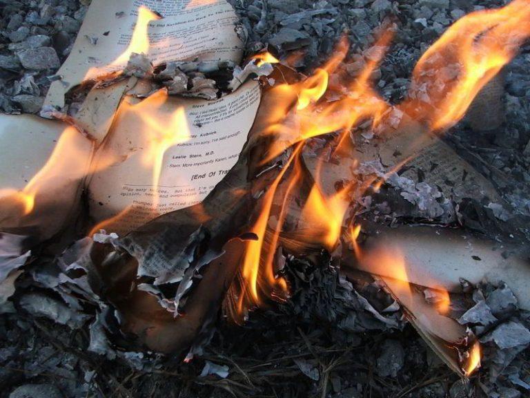 Brennende Bücher