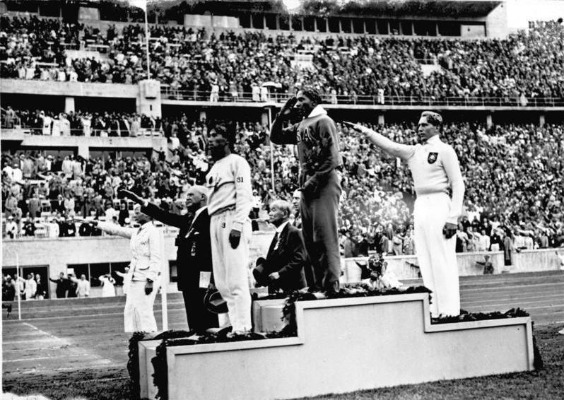 Olympia 1936 Siegerehrung Weitsprung